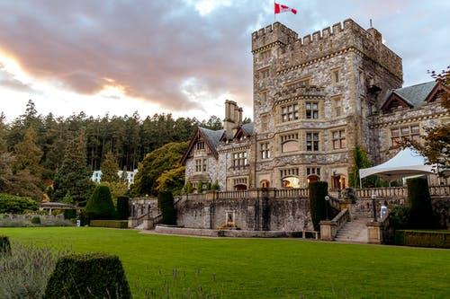为什么越来越多人选择加拿大曼省留学移民